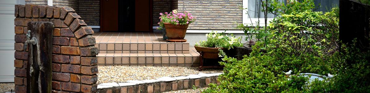 建物とお庭を引き立たせるアプローチ